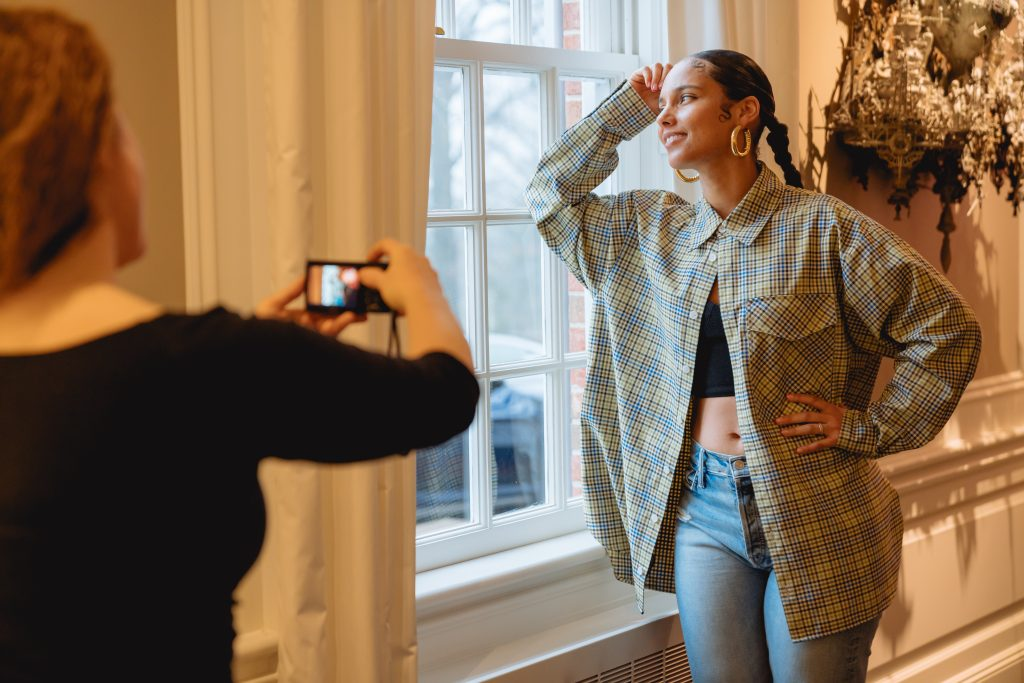 Swoon photographing Alicia Keys. Photo by ZRoman Rivas.