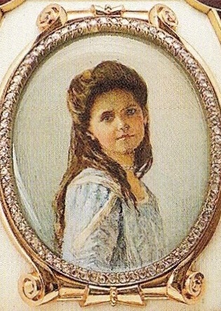 The portrait of Grand Duchess Maria on the Wedding Anniversary Egg of 1904. It appears to be based on a 1910 photo of Maria that inspired court miniaturist Valery Zuev's Maria medallion for Fabergé's Fifteenth Anniversary Egg in 1911 (below).