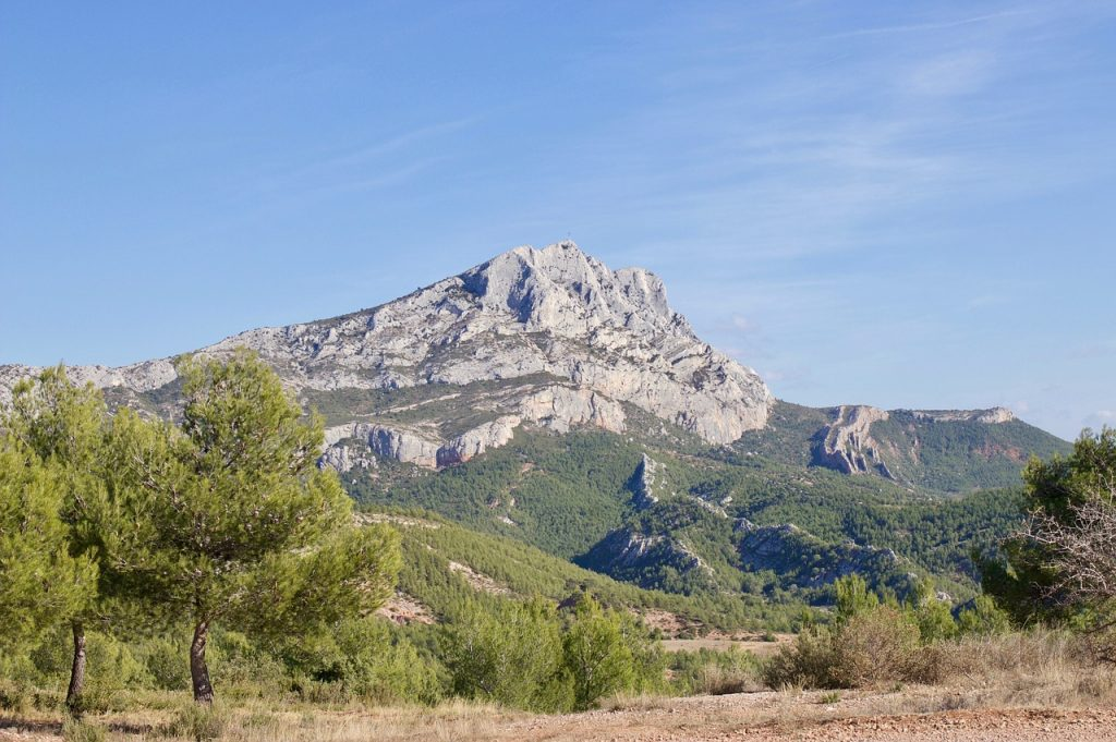A photograph of Mont Sainte-Victoire today.