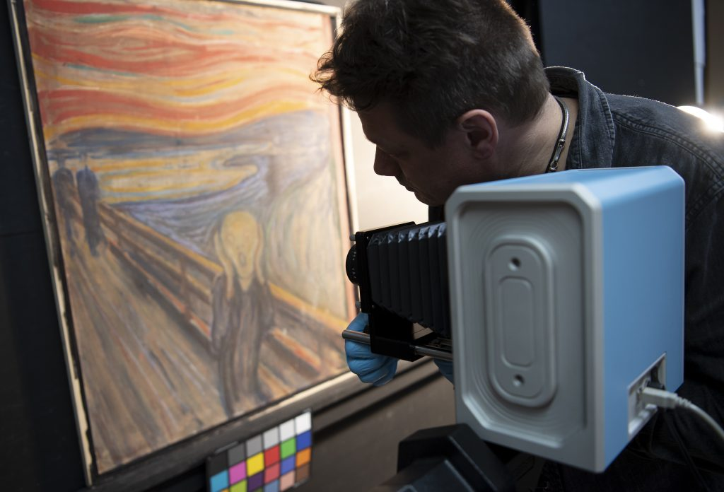IR photography taking place on Munch's The Scream. Photo by Annar Bjorgli, courtesy the National Museum of Norway.