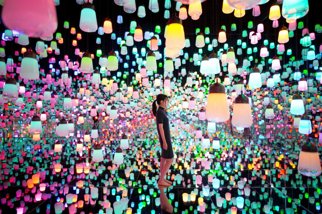 """teamLab, <i>Forest of Resonating Lamps-One Stroke, Metropolis</i> (2018). Installation at Mori Building Digital Art Museum, teamLab """"Borderless."""" Courtesy of teamLab and Pace Gallery."""