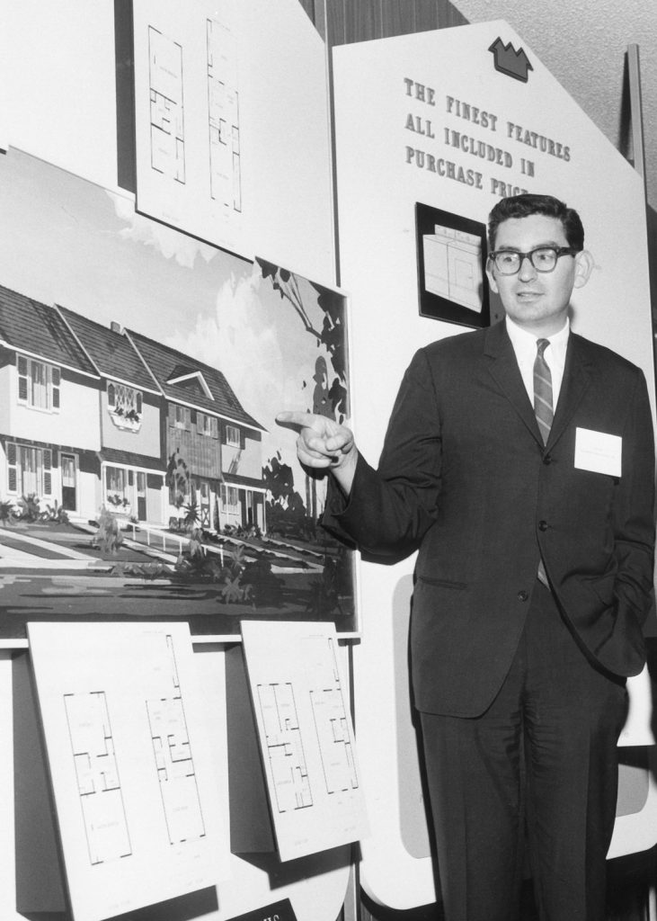 Eli Broad presenting at Kaufman and Broad Homebuilding. Photo courtesy of the Eli and Edythe Broad Foundation.