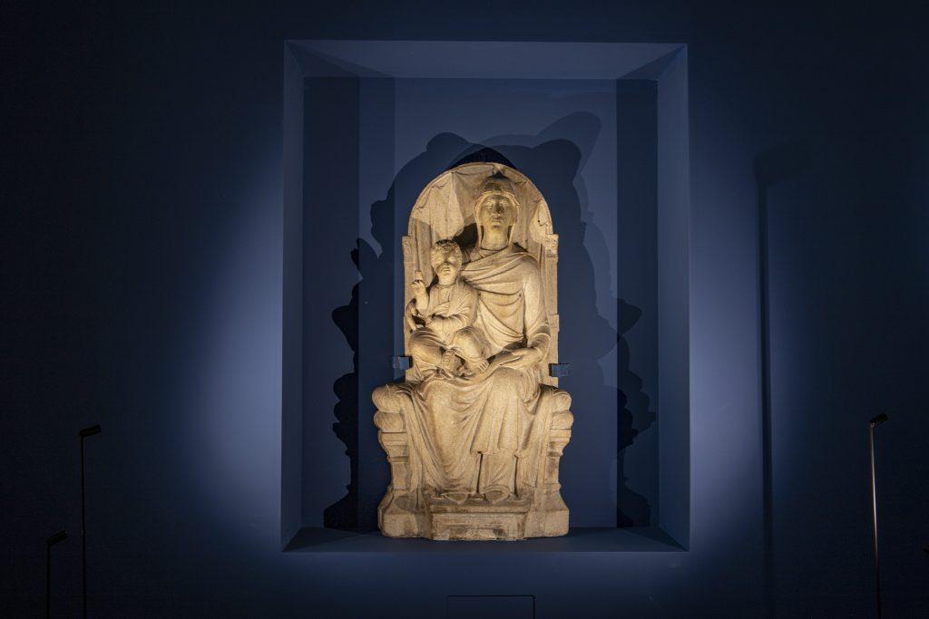 Venetian-Ravenna master from the late 13th-century, Madonna Enthroned with Child. Paris, Musée du Louvre, Département des Sculptures, don. Jean-Charles Davillier. Credit MAR - Museo d'Arte della città di Ravenna.