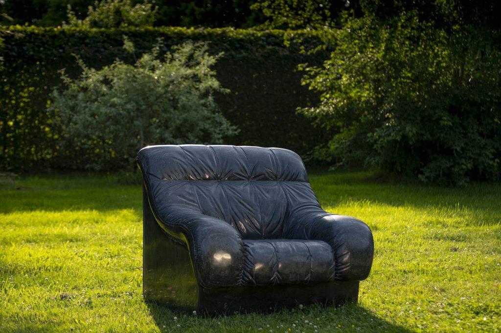 Ai Wei Wei, Sofa in Black (2011). Courtesy of Jonty Wilde, the artist and Lisson Gallery, London.