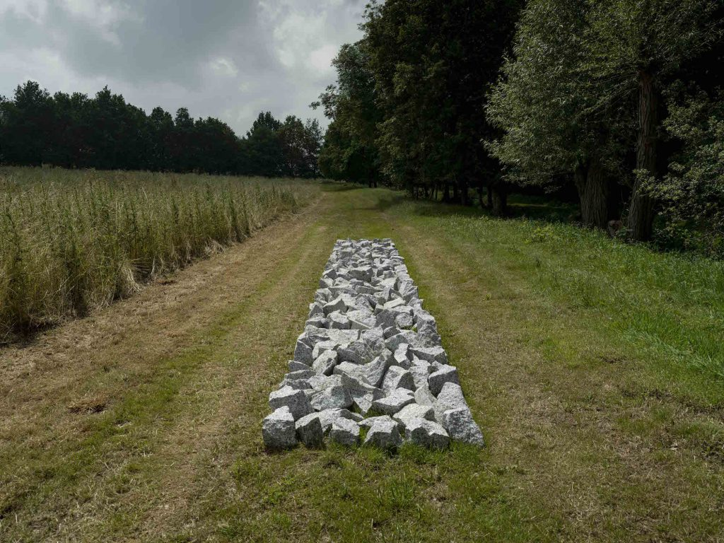 Richard Long, Ivory Granite Line (2016). Courtesy of Jonty Wilde, the artist and Lisson Gallery, London.