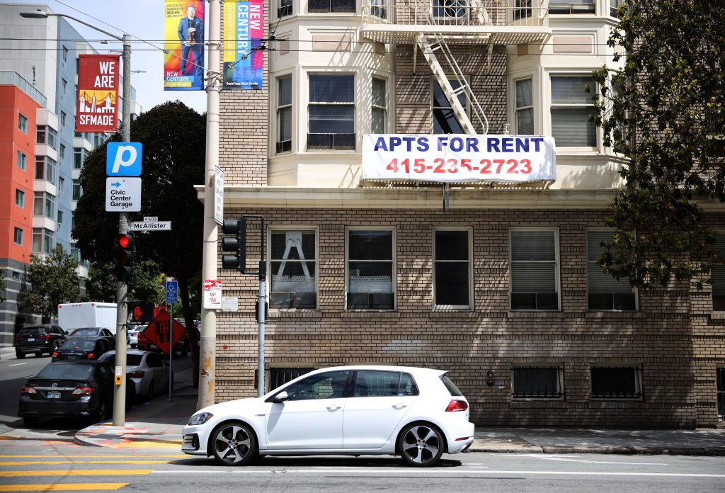 """SAN FRANCISCO, CALIFORNIA - JUNE 02: A """"for rent"""" sign posted on the exterior of an apartment building on June 02, 2021 in San Francisco, California. After San Francisco rental prices plummeted during the pandemic shutdown, prices have surged back to pre-pandemic levels. (Photo by Justin Sullivan/Getty Images)"""