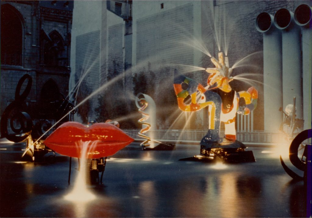 Niki de Saint Phalle. La fontaine Stravinsky. c. 1983. Photo: Green Moon Marketing. © 2021 Niki Charitable Art Foundation