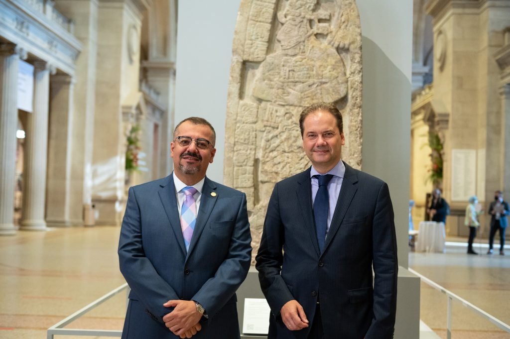 Felipe Aguilar, Guatemala's Minister of Culture and Sports, at left, and Max Hollein. © Metropolitan Museum of Art 2019, photography Wilson Santiago.