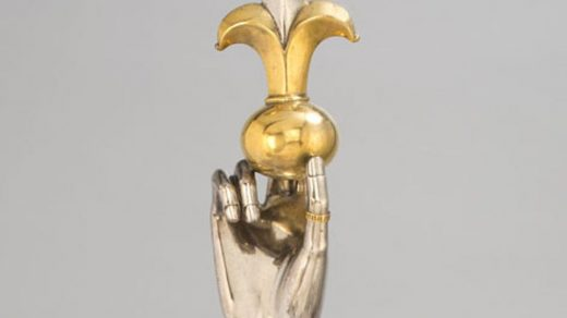 The arm reliquary of St. Sigismund from the Guelph Treasure. Photo ©Staatliche Museen zu Berlin, Kunstgewerbemuseum/Fotostudio Bartsch, Berlin.