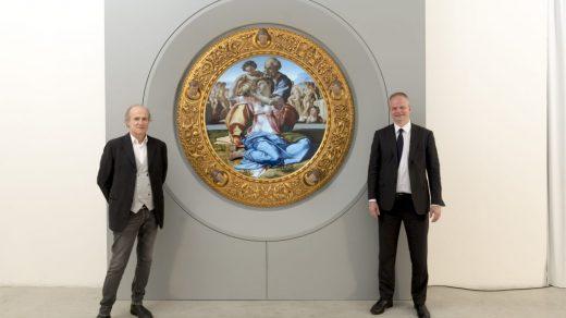 Cinello founder and CEO Franco Losi (L) and Uffizi director Eike Schmidt (R) with Michelangelo's <i>Doni Tondo</i> (1505-06).